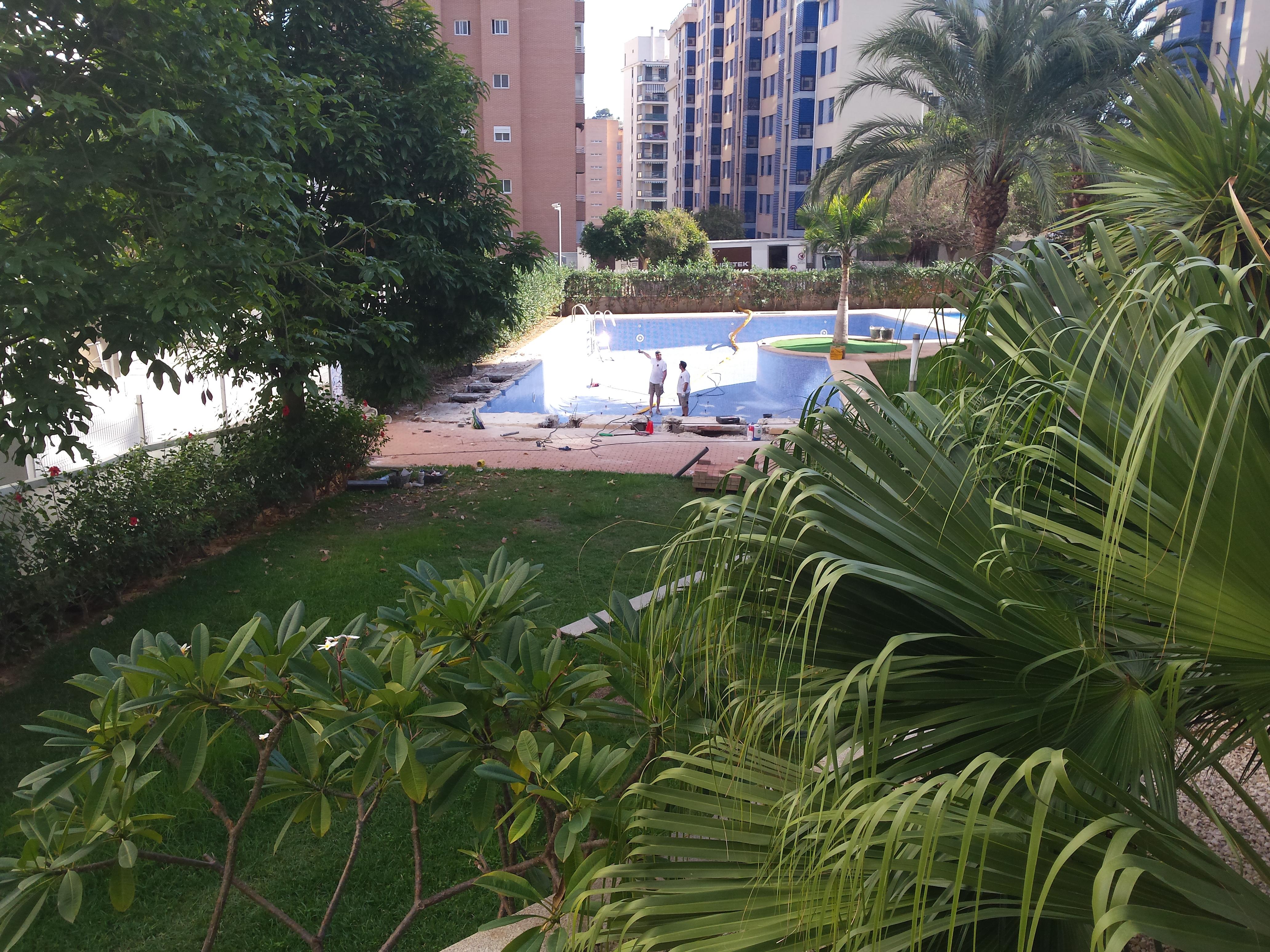 Obras reparaci n piscinas hoteles naves rehabilitaci n for Reparacion piscinas