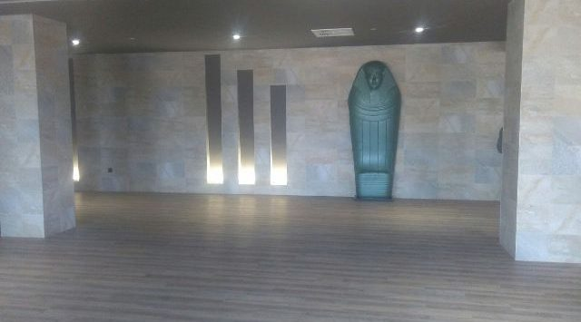 piramide_Keops_Terra_Mitica_interior_esclapes