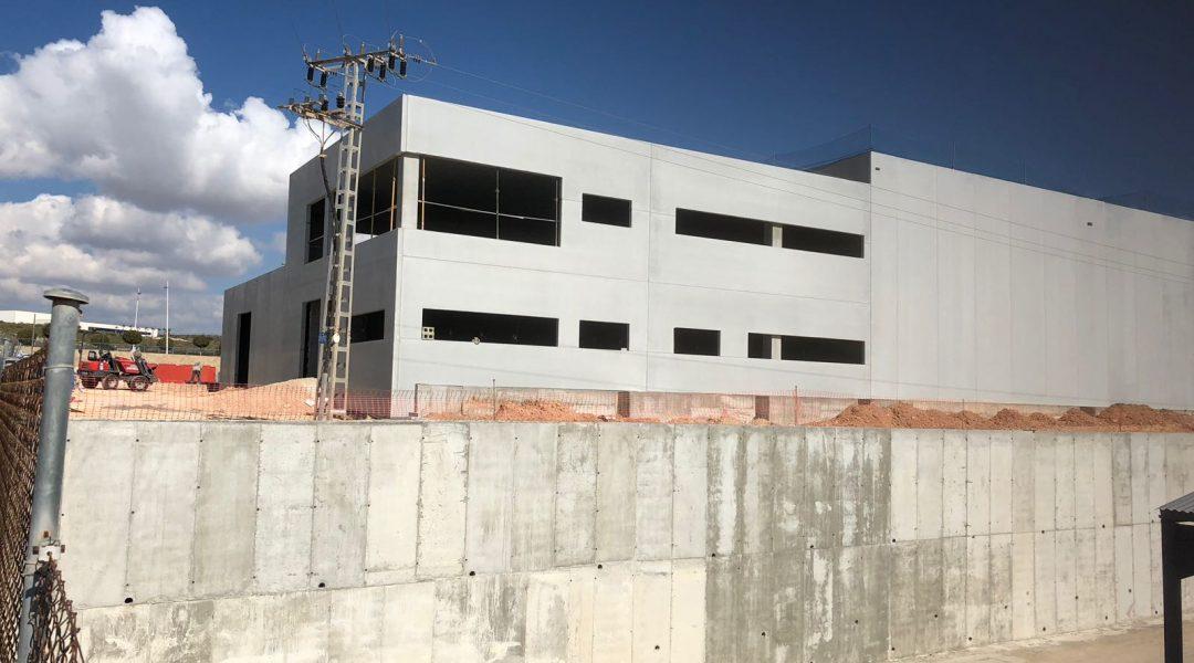 CONSTRUCCIÓN NAVE INDUSTRIAL EXCLUSIVAS RAMÍREZ - ESCLAPÉS E HIJOS S.L.